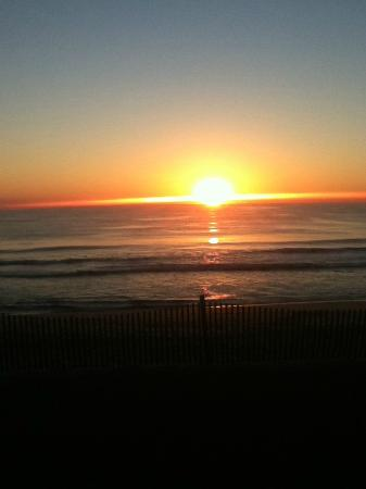 Cape Hatteras Motel: another sunrise from 208, wow!