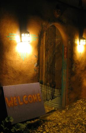 The SnowMansion Taos Hostel Ski Lodge Inn & Campground: Hostel entrance at night