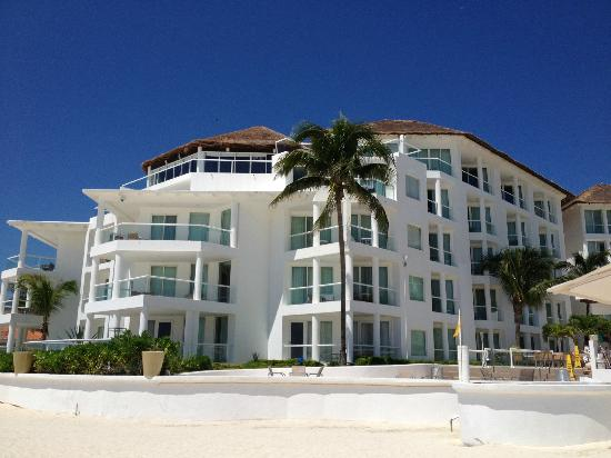 Playacar Palace: Resort from beach