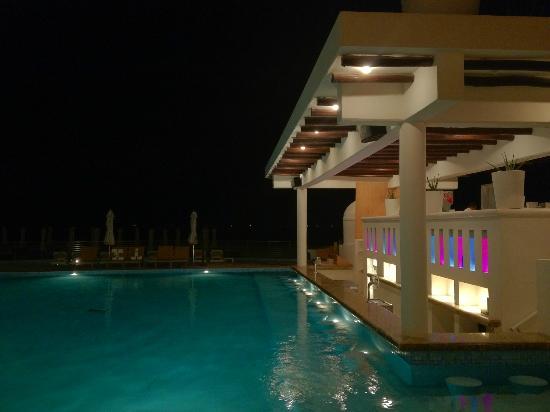 Playacar Palace: Swim up bar