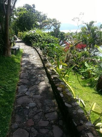 Hotel el Arca de Noe: The path from the cabin leading to the dining room/lounge...beautiful!