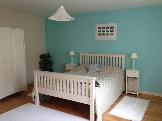Les Molyneux: The Blue Room