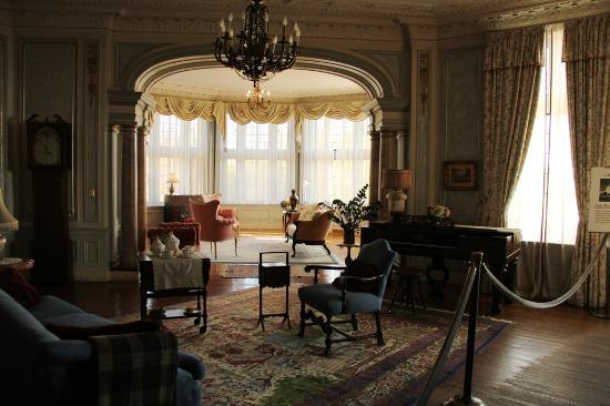 Her bedroom bild fr n casa loma toronto tripadvisor for 1 austin terrace toronto ontario m5r 1x8