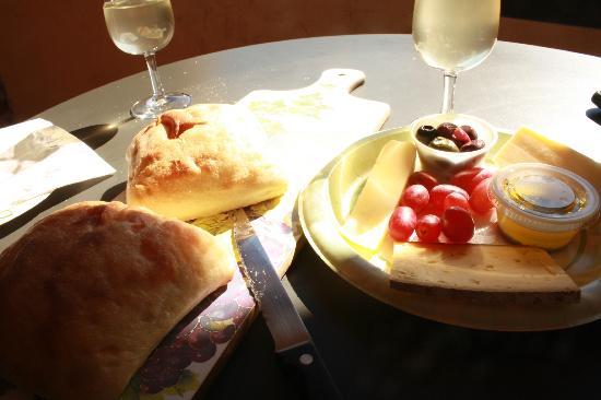 Floyd, VA: Lunch Platter, Pinot Grigio Wine
