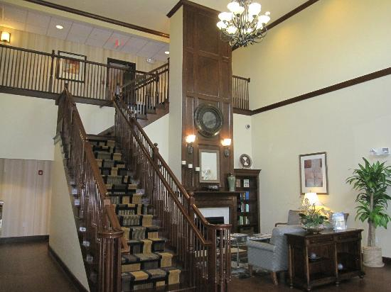 Best Western Plus First Coast Inn & Suites: Relaxing Lobby