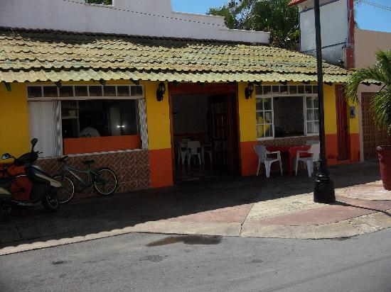 La Casita de Indio 333: Great place with inexpensive local food