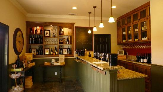 Baldacci Vineyards - indoor tasting area