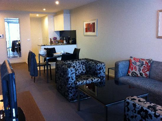 Aria Hotel Canberra: ARIA Room - Lounge thru to kitchen