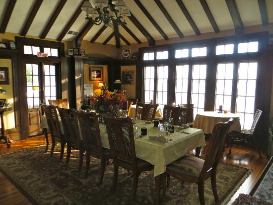 Boathouse Bed and Breakfast A Lake Castle Estate on Lake George: Dining area in the great room