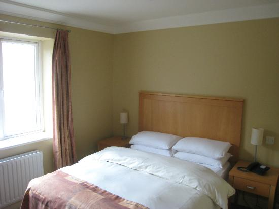 Dingle Bay Hotel: My room - very pleasant and comfortable