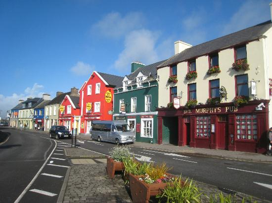 ‪‪Dingle Bay Hotel‬: That red exterior really does stick out!‬