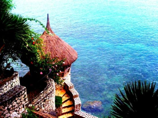 HunaHuna Resort: go for a swim