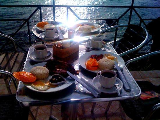 HunaHuna Resort: breakfast for champions