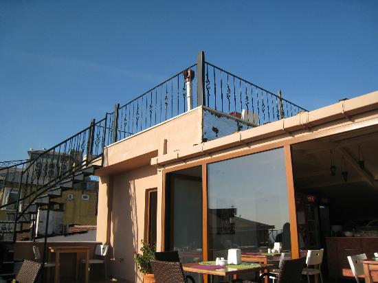 Agora Guesthouse: Roof top, 2nd level