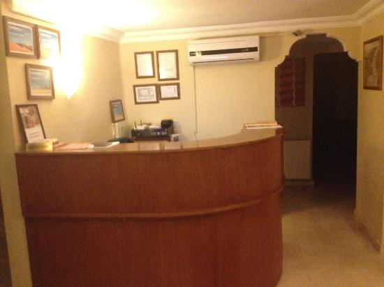 Agora Guesthouse: Hotel Front Desk