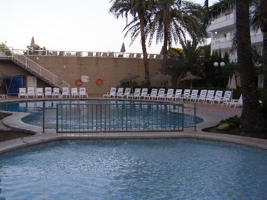 جروبوتيل ألكوديا سويت: La piscine 
