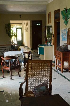 Homestay Heru: Living Room and lounge