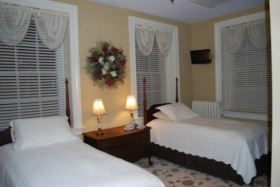 Red Umbrella Bed and Breakfast : Small Suite