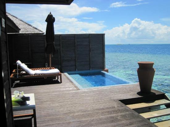 Lily Beach Resort & Spa: Deluxe Water Villa 312 Deck