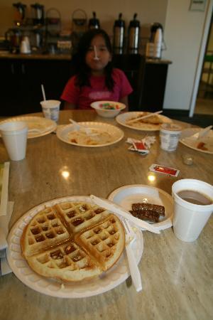 La Quinta Inn & Suites Fowler: Hot breakfast