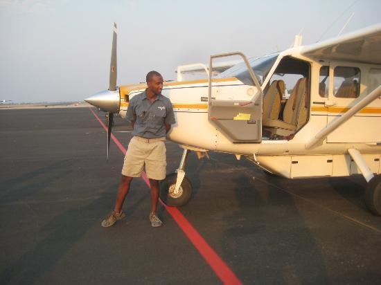 Cresta Riley's : Pilot and his plane to take us over the delta