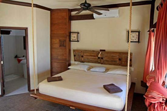 RESTAURANTE 40 CAÑONES Y PEZQUADRO BEACH CLUB: Hanging Bed In Room Of 40 Canones Hotel