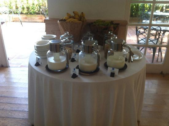 COMO Parrot Cay, Turks and Caicos: Milk/Cereal station at breakfast