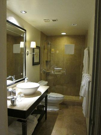The US Grant: Contemporary bathroom.