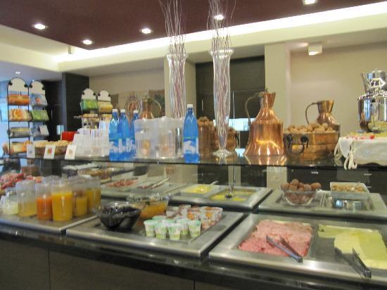 Hilton Garden Inn Venice Mestre San Giuliano: buffet style breakfast