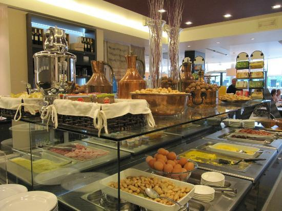 Hilton Garden Inn Venice Mestre San Giuliano: Lots of breakfast selections