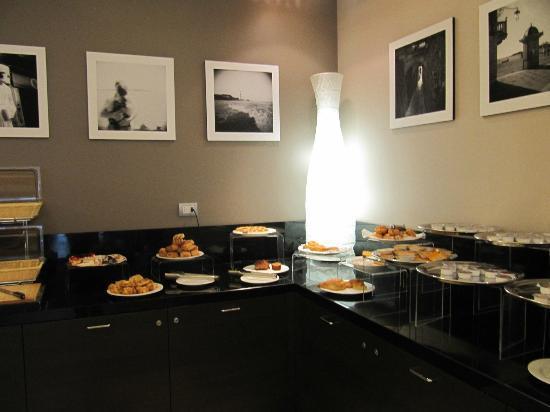 ฮิลตัน การ์เด้น อินน์ เวนิซ เมสเทรอ: Buffet breakfast