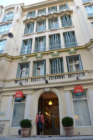 Ibis Nice Centre Notre-Dame : Facade Ibis Notre-Dame Nice