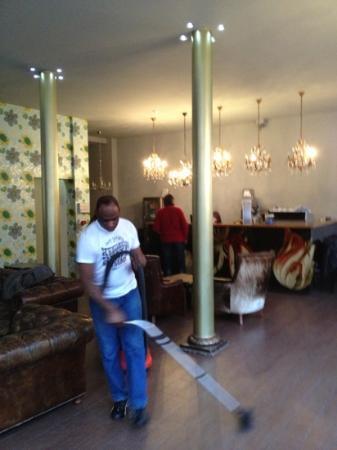 Quentin Arrive Hotel: El hotel por la mañana