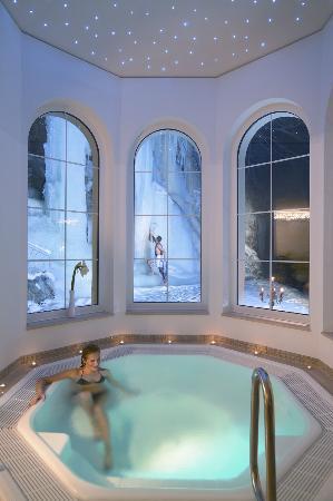 Hotel Sonne Zermatt: Inside jacuzzi