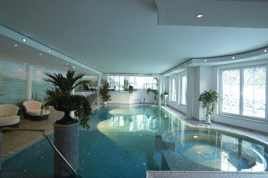 Hotel Sonne Zermatt: Inside pool
