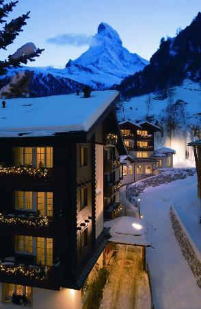 Hotel Sonne Zermatt: Night impression