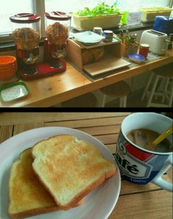 Guesthouse CUBE: Breakfast