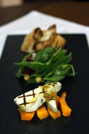 Palazzo Restaurant: Roasted butternut squash, chick pea, baby spinach and radicchio with grilled Halloumi