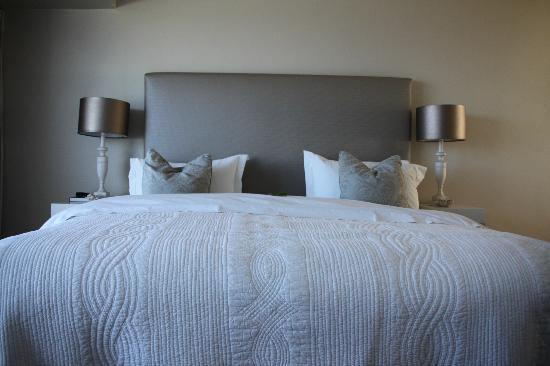 Hermanus Beach Villa: Very comfortable bed