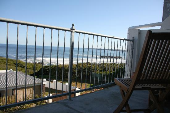 Hermanus Beach Villa: Balcony with a view