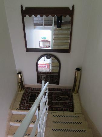 Hermanus Beach Villa: Stairway to rooms