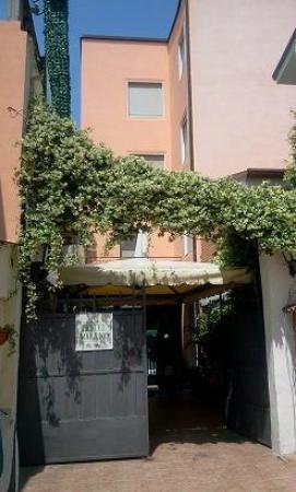 Hotel Milano: entrata vicolo colombo