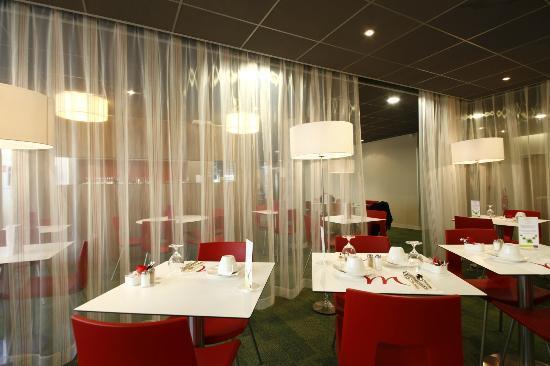 Mercure Valenciennes : La salle du petit déjeuner