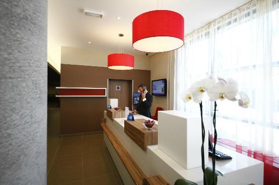 Mercure Valenciennes Centre Hotel: La réception