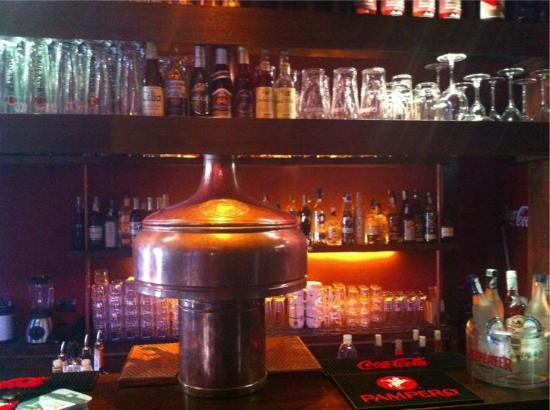 Il Ricovero : Il bancone bar e le birre alla spina (bar and draught beer)