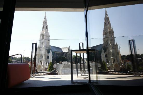 Mercure Valenciennes Centre Hotel: Vue d'une chambre