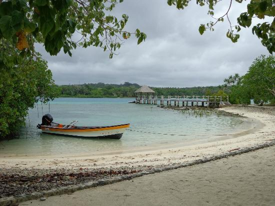 Eratap Beach Resort: Jetty for boat transfers