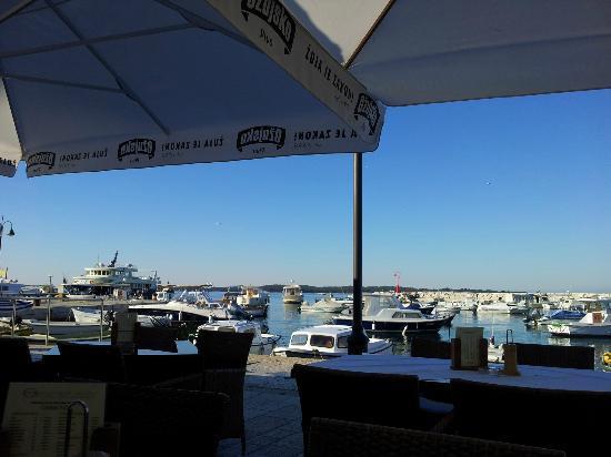 Marina Hotel: vue depuis la terasse de l'hpotel pour le petit déj
