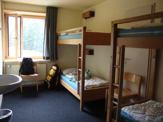 St. Moritz Youth Hostel: 4 bed dorm