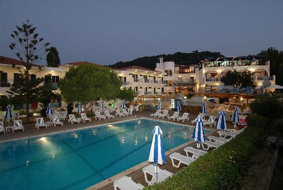 Contessa Hotel: POOL AREA